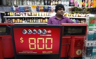 Un panneau annonce le montant du gain au Powerball du 9 Janvier 2016. Photo prise à Fort Washington, le 8 janvie r2016