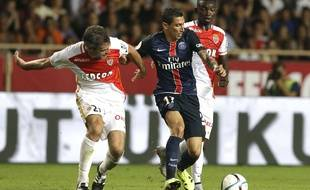 Di Maria à la lutte avec Toulalan, lors du match aller entre Monaco et Paris (0-3).