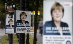 Des affiches de la CDU avec Angela Merkel, le 18 septembre 2016 à Berlin.