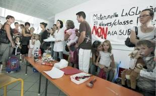 Manifà l'école Anatole-France contre la fermeture d'une classe, hier à Mérignac.