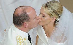 Charlene Wittstock et Albert II de Monaco se sont dits oui religieusement samedi 2 juillet 2011 lors d'une messe en plein air dans l'enceinte du Palais de la principauté.