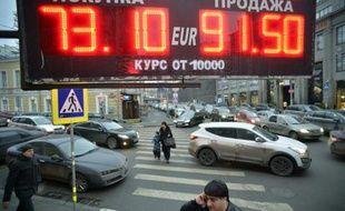 Le taux de change du rouble dans les rues de Moscou, le 17 décembre 2014