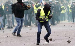 Les Champs-Elysées ont été à nouveau le théâtre de dégradations, le 16 mars.
