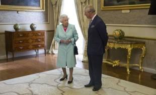 La reine Elizabeth II et le prince Charles, lors du sommet du Commonwealth, le 27 novembre 2015 à Malte.