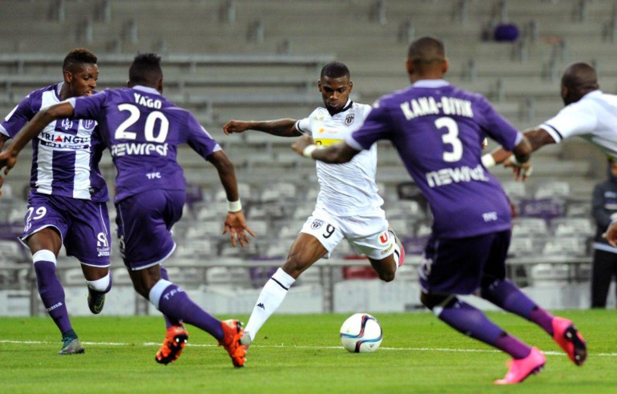 L'Angevin Abdoul Camara, buteur lors de la victoire de son équipe à Toulouse, en Ligue 1, le 17 octobre 2015. – R. Gabalda / AFP