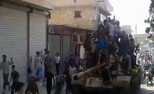 Capture d'écran d'un film montrant l'arrivée de rebelles syriens près d'Alep, le 29 juillet 2012.