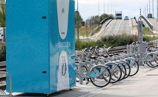 Une borne de recharge d'hydrogène a été installée face au Palais des Congrès de Bordeaux, le temps du salon ITS du 5 au 9 octobre