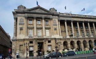 L'hôtel Le Crillon, prestigieux palace centenaire de la place de la Concorde à Paris, va être cédé à des capitaux saoudiens par son propriétaire actuel, le fonds américain Starwood Capital, et son exploitation confiée au Suisse Kempinski, qui s'implanterait ainsi en France.
