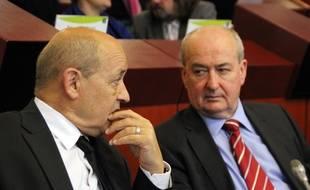 Jean-Yves Le Drian, ici avec son successeur à la tête de la région Bretagne Pierrick Massiot.