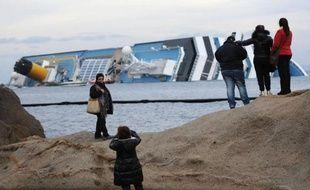 Le voyage cadeau sur un bateau de croisière s'est transformé en tragédie pour un frère et une soeur retraités, habitant les environs de Besançon et identifiés jeudi parmi les victimes retrouvées du Costa Concordia.