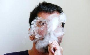 Selon Philip Morris, l'IQOS est moins nocif pour la santé que la cigarette classique, mais l'argument est démenti par des pneumologues et par plusieurs autorités de santé.