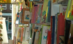 Une librairie jeunesse.