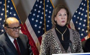Les avocats Rudy Giuliani et Sidney Powell le 19 novembre 2020 lors d'une conférence de presse à Washington.
