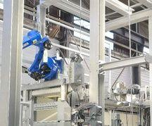 Dans le pôle SAS viandes locales, le box d'abattage est équipé d' une assistance robotique.