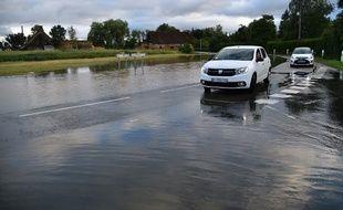Un axe routier inondé à Souligné-sous-Ballon, le 11 juin 2018.