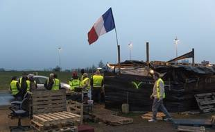 "Illustration. Des ""gilets jaunes"" occupent le ""rond-point des Gaulois"" à Saint-Beauzire (Puy-de-Dôme)"