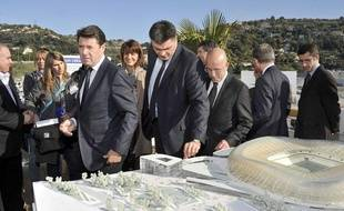 David Douillet et Christian Estrosi (maire de Nice), visitent le site du nouveau stade de l'OGC Nice, le 25 novembre 2011.