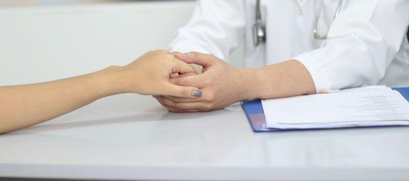 Illustration d'un personnel du monde médical prenant la main d'un patient
