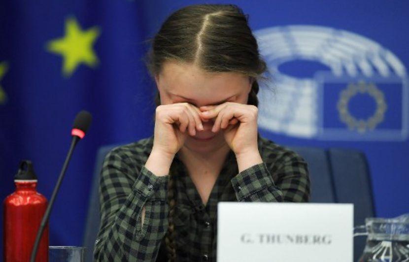 Une adolescente suédoise arrête l'école pour défendre le climat