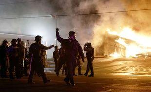 Des émeutes éclatent après la décision du grand jury de ne pas inculper le policier qui a tiré sur Michael Brown.