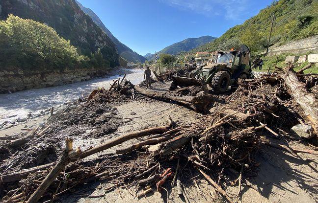 L'armée déblaye les restes de la route menant au village de Fontan