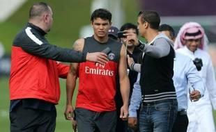 Le Paris Saint-Germain était orphelin de sa nouvelle vedette, l'attaquant Lucas Moura, lors de son entraînement lundi après-midi à Doha, le joueur brésilien de 20 ans étant bloqué par ses derniers tests médicaux, à la veille de sa présentation officielle.