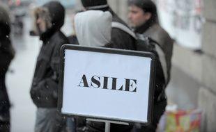 Illustration. Demandeurs d'asile devant la préfecture de Strasbourg. Le 16 02 2009.
