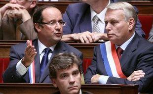 L'ancien numéro un du PS, François Hollande, a demandé dimanche au gouvernement de saisir la Commission nationale de contrôle des interceptions de sécurité (CNCIS) sur les éventuelles affaires d'espionnage de journalistes.