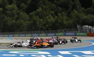 Les Ferrari de Leclerc et Vettel sont entrés en collision dans le premier tour du GP de Styrie, le 12 juillet 2020.