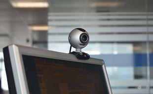 Illustration d'une webcam sur un ordinateur.