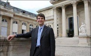 Arnaud Montebourg, député socialiste de Saône-et-Loire et ancien porte-parole de la candidate Ségolène Royal, a annoncé jeudi sa candidature à la présidence du groupe socialiste de l'Assemblée nationale.