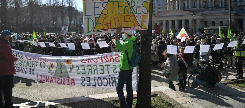 Manifestation à Paris le 27 février 2021, pour s'opposer à la création d'une gare de métro du Grand Paris, à Gonesse, dans le Val-d'Oise.