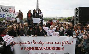 Une manifestation mardi 13 mai 2014 sur le Trocadéro a rassemblé nombre de célébrités pour demander la libération des lycéennes nigérianes.