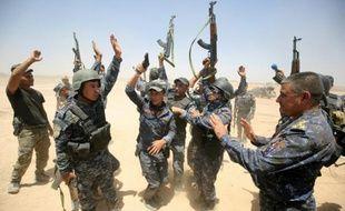 Des combattants pro-gouvernement irakien, dans le village d'al-Sejar, le 27 mai 2016, se préparent à reprendre le secteur de Fallouja au groupe Etat islamique