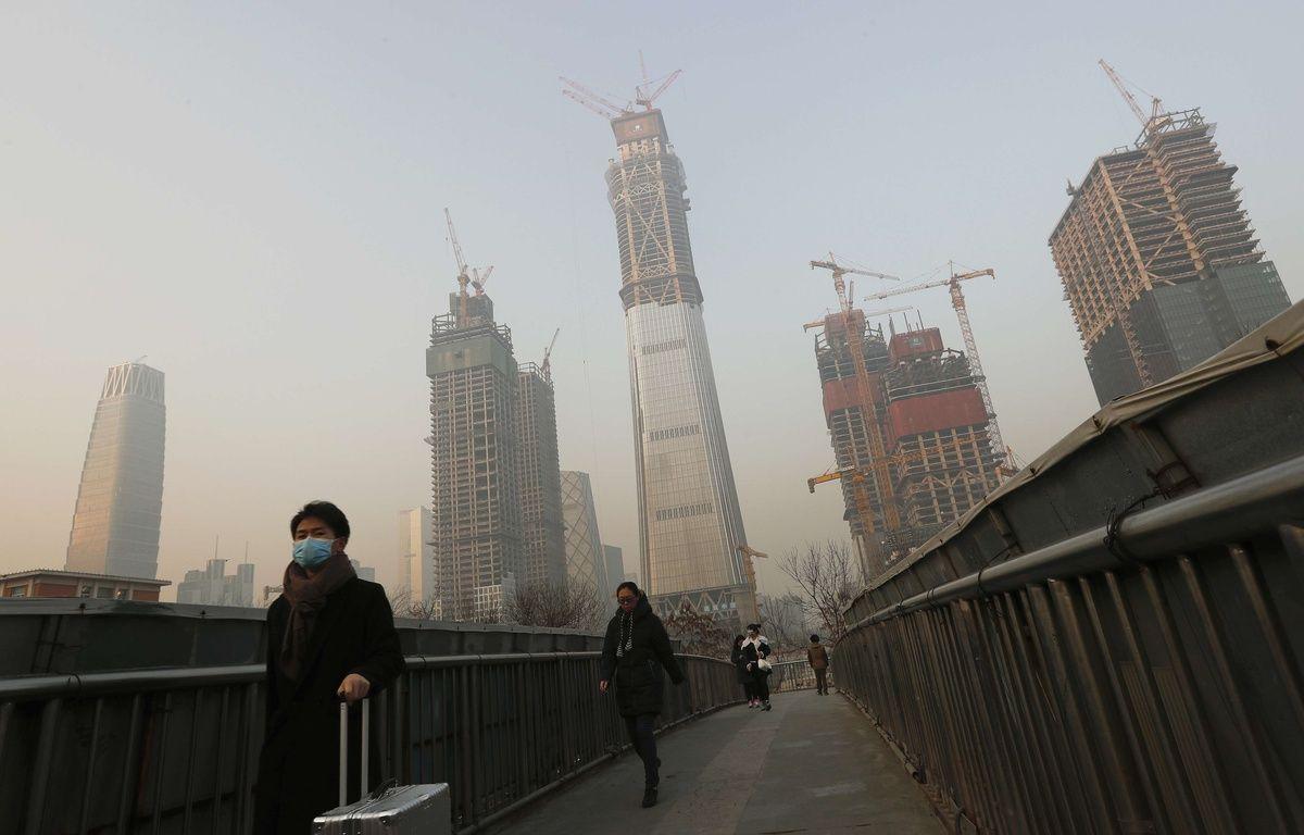 Des habitants portent leur masque de protection contre la pollution, à Pékin, le 19 décembre 2016. – Andy Wong/AP/SIPA