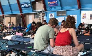 Des touristes évacués au lendemain de l'incendie de Martigues, le 5 août 2020.