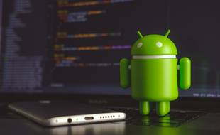 Pour vous aider à choisir, voici un comparatif des meilleurs smartphones Android face à l'Apple iPhone X