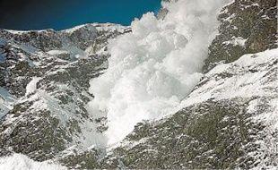 Des plaques instables, formées sur des couches fragiles, peuvent partir au passage de skieurs.