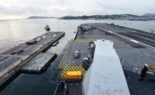 Le porte-avions français Charles de Gaulle a appareillé le 13 janvier 2015 de Toulon en direction du Golfe
