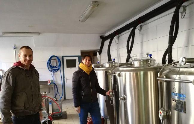 Olivier Bernard, 35 ans, et Agathe Blaise, 30 ans, se sont lancés ensemble dans l'aventure de la brasserie artisanale La Narcose en Alsace.