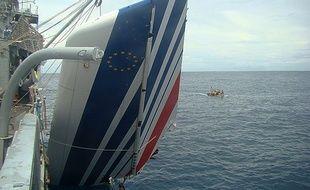 Photo prise le 9 juin 2009 et montrant la queue de l'avion d'Air France qui s'est crashé avec 228 personnes à bord.
