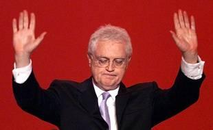 Le Parti Socialiste  Le 21 avril 2002, Lionel Jospin, le candidat du PS termine troisième à l'issue du premier tour de l'élection présidentielle.
