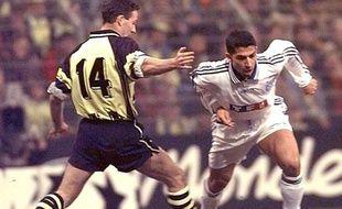 Le milieu de l'AJ Auxerre Sabri Lamouchi, le 3 mars 1997 à Dortmund.