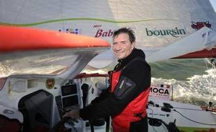 Le skipper français Kito de Pavant a confirmé lundi après-midi son abandon, au troisième jour du Vendée Globe, après que son monocoque Groupe Bel a subi de gros dégâts dans une collision avec un chalutier dans la matinée, au large des côtes portugaises.