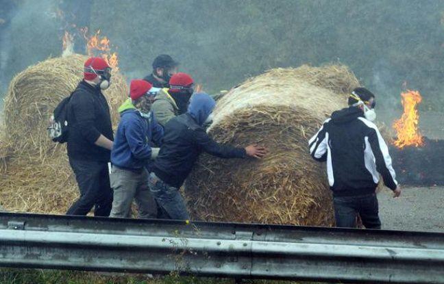 Manifestation contre l'écotaxe le 26 octobre 2013 à Pont-de-Buis en Bretagne.