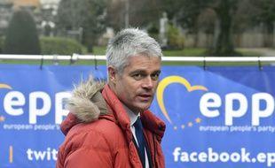 Laurent Wauquiez et sa parka rouge à Bruxelles, le 14 décembre 2017.