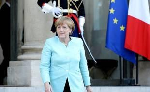 La Chancelière allemande Angela Merkel devant l'Elysée le lundi 6 juillet 2015 après la réunion avec François Hollande sur la Grèce.