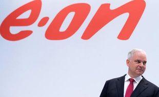 Le PDG d'EON, Johannes Teyssen, lors d'une conférence de presse à Düsseldorf, Allemagne, le 11 mars 2015