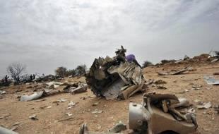 Les débris de l'avion d'Air Algérie, le 26 juillet 2014 qui s'est ecrasé au sol dans la région de Gossi au Mali