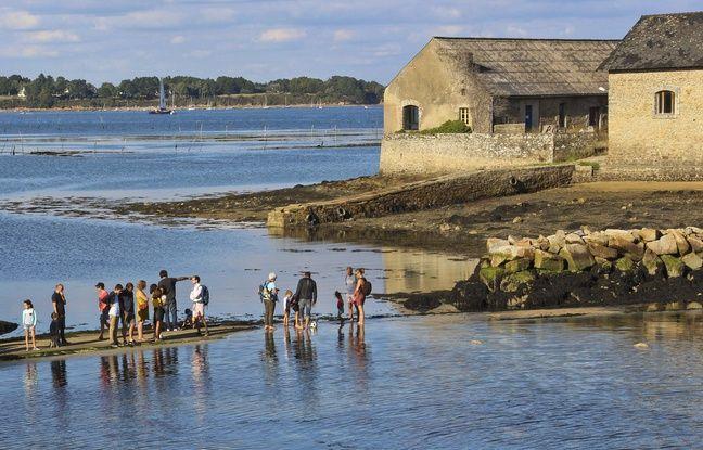 L'île est accessible aux visiteurs grâce à un gois qui relie l'île au continent à marée basse